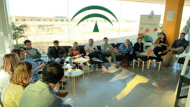 Imagen del desayuno con emprendedores de la Cátedra Andalucía Emprende de la Universidad Pablo de Olavide, que ha celebrado este jueves con el fundador de Factory Matters, José Miguel Carmona.