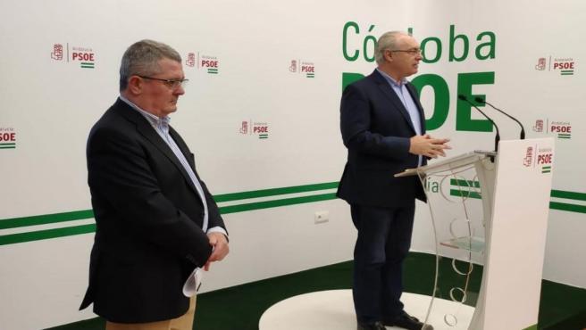 Jesús María Ruiz y Juan Pablo Durán en la sede del PSOE de Córdoba.