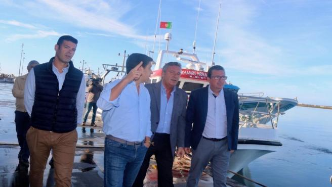 Manuel Andrés González visita el puerto de Ayamonte y Punta Umbría.