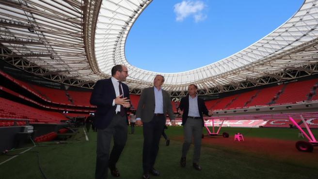 El alcalde de Zaragoza ha visitado el estadio de San Mamés de Bilbao