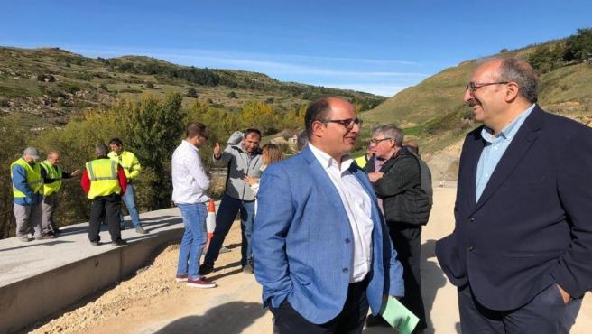 El presidente y el vicepresidente de la institución, Manuel Rando y Alberto Izquierdo visitan la carretera de acceso desde Valdelinares a las pistas de esquí