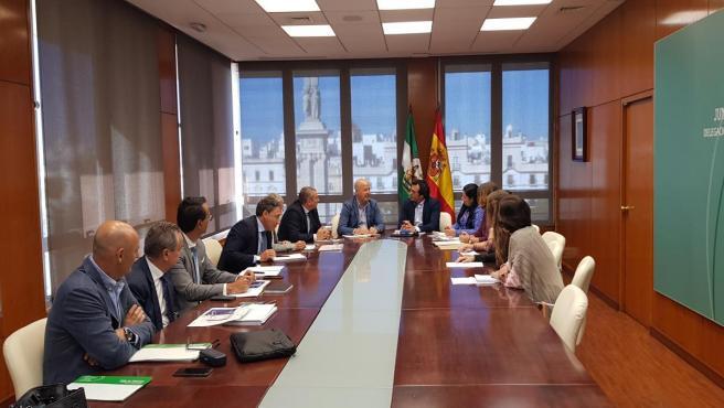 Imbroda reunido con el Ayuntamiento de Cádiz