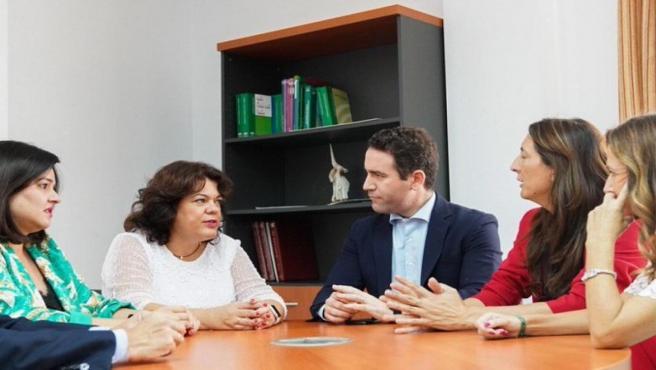 Teodoro García Egea con Virginia Pérez y María Eugenia Moreno