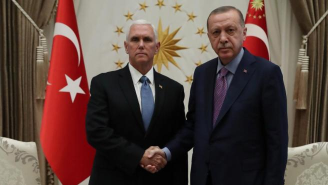 Mike Pence y Recep Tayyip Erdogan, en su encuentro en Ankara.