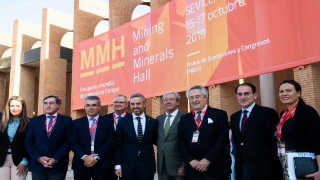 Asistentes a la clausura del III Salón Internacional de la Minería, en Sevilla.