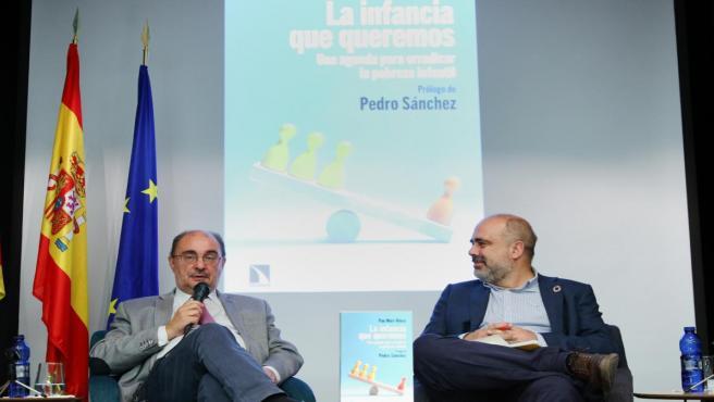 El presidente del Gobierno de Aragón, Javier Lambán, en la presentación del libro del diutado socialista, Jean Mari Klose