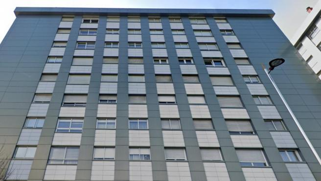 Imagen del apartamento donde el hombre se precipitó desde el noveno piso.
