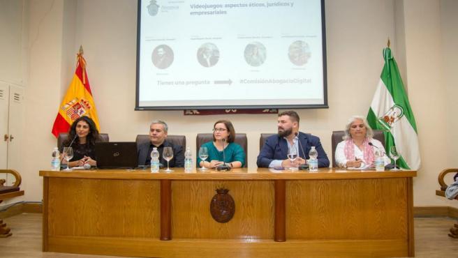 Mesa redonda sobre videojuegos en el Colegio de Abogados de Sevilla