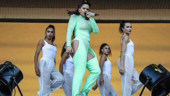 Rosalía, durante su concierto en el Festival Lollapalooza.