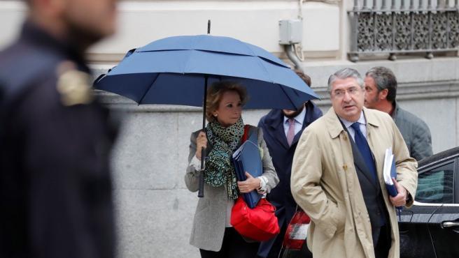 Esperanza Aguirre a su llegada a la Audiencia Nacional para declarar en calidad de investigada ante el juez del caso Púnica por la presunta financiación ilegal del partido.