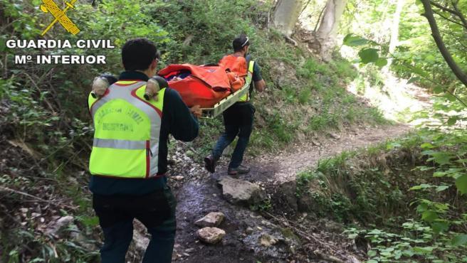 El Equipo de Rescate e Intervención en Montaña (EREIM) de la Guardia Civil en un rescate