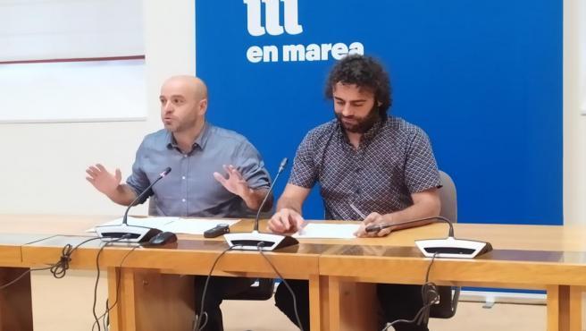 El portavoz del grupo mixto y de En Marea, Luís Villares, ofrece una rueda de prensa junto al parlamentario Davide Rodríguez