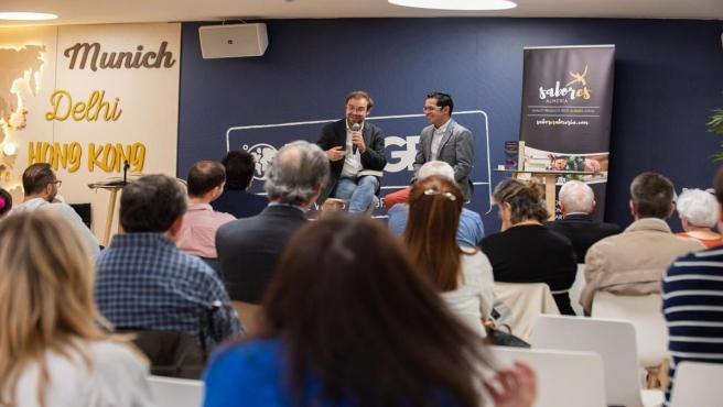 Alberto Cerezuela presenta el 'Refugio de los Invisibles' en Madrid junto al escritor Javier Sierra