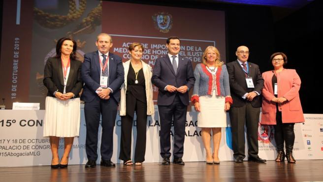 Imposición de la Medalla de Honor a la presidenta del Consejo General de la Abogacía Española en el Congreso de la Abogacía al que ha asistido el presidente de la Junta, Juanma Moreno