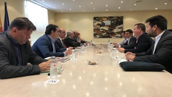 El presidente del Gobierno de Aragón, Javier Lambán, se ha reunido con las organizaciones agrarias.