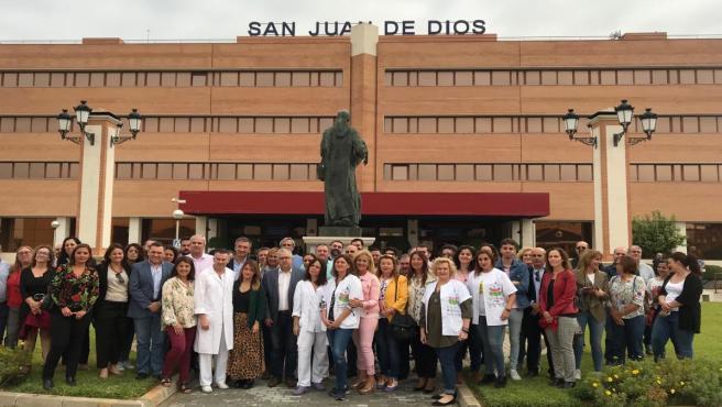 Movilización de alcaldes y portavoces socialistas de 30 pueblos de Sevilla ante el Hospital San Juan de Dios