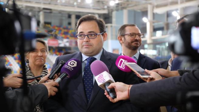 El presidenta del PP C-LM. Paco Núñez, atiende a los medios