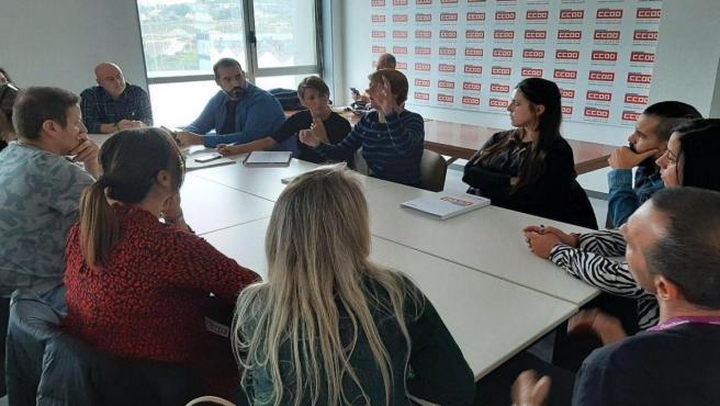 La candidata de En Común Yolanda Diez se reúne con representantes sindicales del sector de las teleoperadoras
