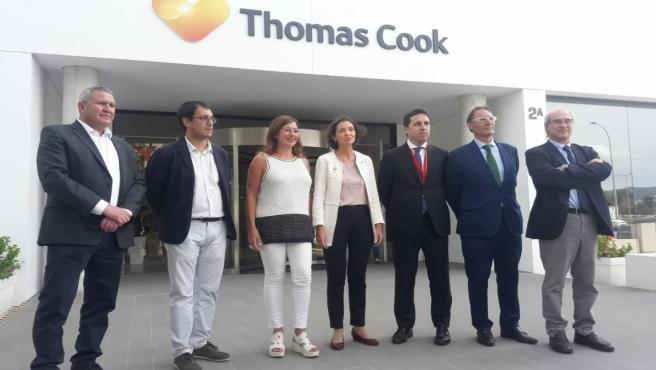 La ministra de Industria, Comercio y Turismo en funciones, Reyes Maroto, ha visitado este viernes ala sede de Thomas Cook en Mallorca.