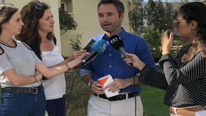 Guillermo Díaz, de Ciudadanos Málaga, atiende a los periodistas
