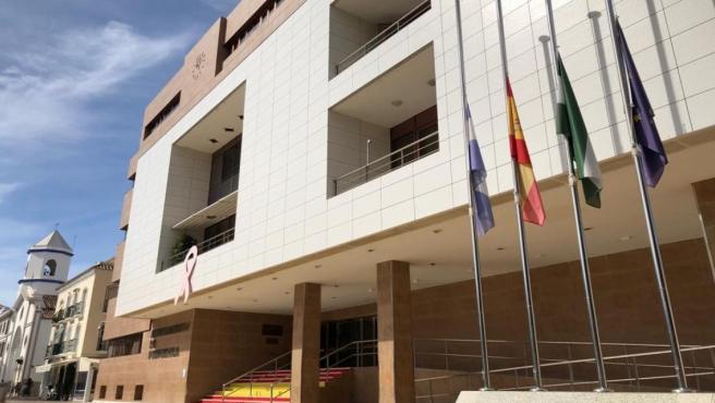 Fachada Ayuntamiento Fuengirola luto oficial