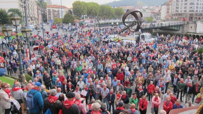Última concentración de los pensionistas vizcaínos junto al Ayuntamiento de Bilbao, este pasado lunes