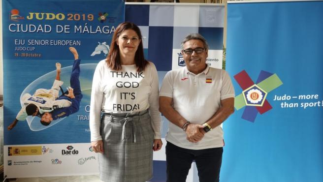 La concejala de Deporte, Noelia Losada, y el coordinador técnico de Actividades de la Real Federación Española de Judo y Deportes Asociados, Serafín Aragüete.