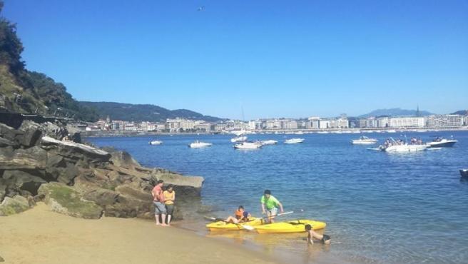 Playa de la isla Santa Clara en San Sebastián.
