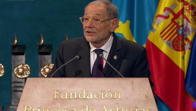 Javier Solana durante su intervención en el Teatro Campoamor de Oviedo.