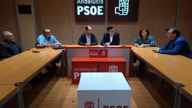 Reunión entre PSOE y representantes de trabajadores de la fábrica de Santa Bárbara