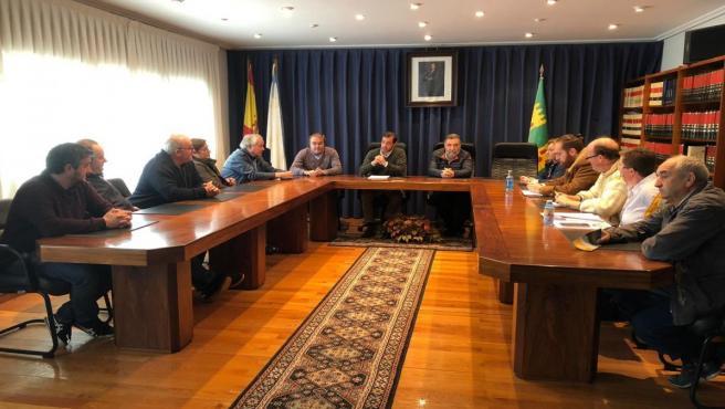 Reunión de la Comisión contra as Minas da Terra Chá con los alcaldes de Abadín, A Pastoriza, Castro de Rei y Cospeito