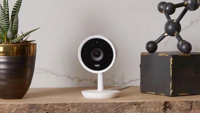 Una de las cámaras de seguridad de Nest.