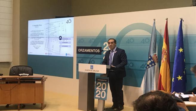 El conselleiro de Facenda, Valeriano Martínez, presenta las cuentas
