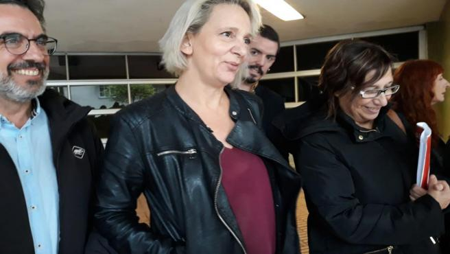 Carolina Bescanca en Vigo tras reunirse con el comité de empresa del hospital Povisa.