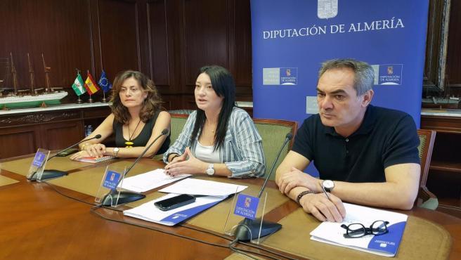 En el centro, la diputada provincial del PSOE Anabel Mateos, en una imagen de archivo