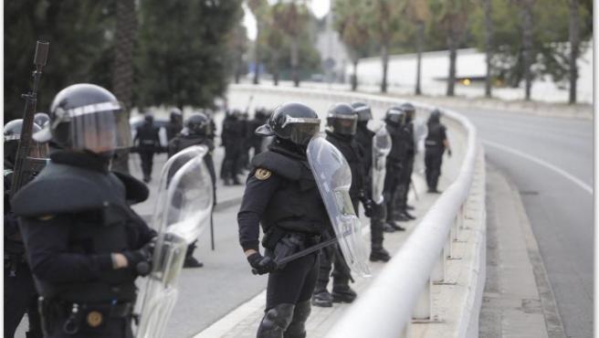 Unidades de la Guardia Civil desplegados en Cataluña ante la convocatoria de huelga por la sentencia del procés