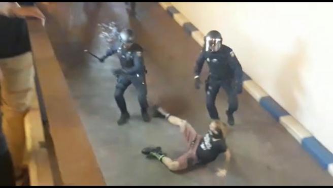 Incidentes en la manifestación contra la condena a los líderes independentistas en València