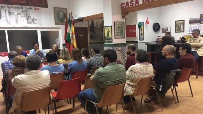 Asamblea informativa celebrada en Tarifa (Cádiz) por el PSOE.