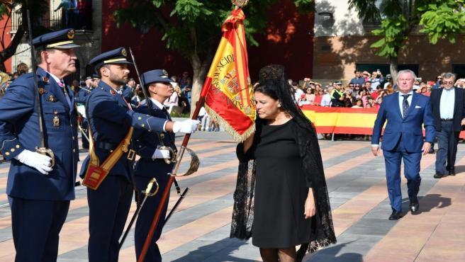 Tomares rinde homenaje a la bandera de España