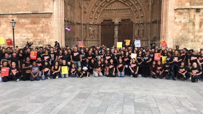 Asistentes a la marcha 'Caminata por la Libertad. En contra de la trata y la esclavitud sexual', en Palma de Mallorca.