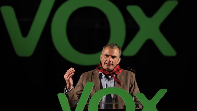 El secretario general de Vox, Javier Ortega Smith, durante su intervención en un acto de su partido político en la Sala Multiusos del Auditorio de Zaragoza, en Zaragoza a 19 de octubre de 2019.