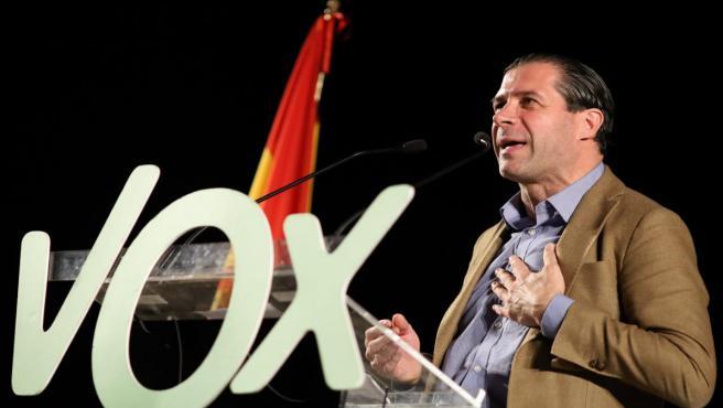 El candidato al Congreso de Vox por Zaragoza, Pedro Fernández, durante su intervención en un acto de su partido político en la Sala Multiusos del Auditorio de Zaragoza, en Zaragoza a 19 de octubre de 2019.