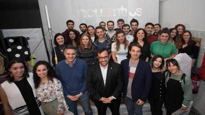 El consejero Javier Remírez con los ganadores del Encuentro de Arte Joven 2019