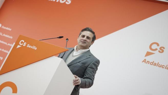 El candidato de Ciudadanos (Cs) al Senado por la provincia de Sevilla, Ángel Mayo, en una rueda de prensa