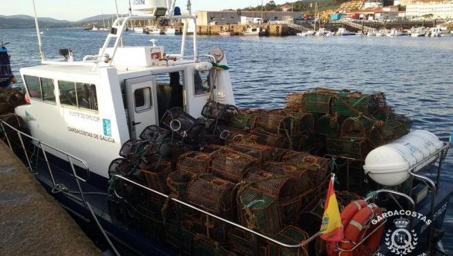 Nasas incautadas por el servicio de Gardacostas de Galicia