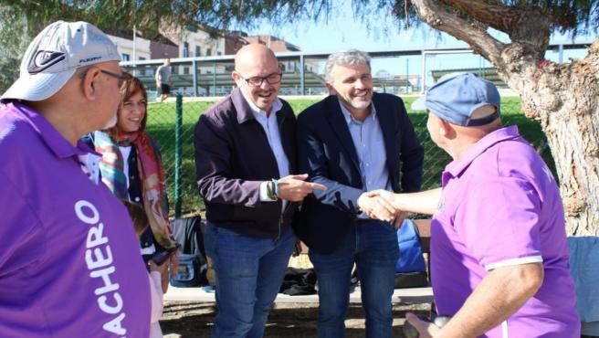 Lopez, Marilo Narvaez y Jorge Gallardo (PSOE) en visita al Club de Petanca