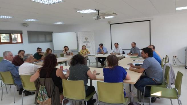 Mesa de Coordinación del Pacto de Milán, con el delegado de Infraestructuras y Medio Ambiente, David Dorado, personal de su Área y de Comercio, de Sadeco, de la Junta de Andalucía, de Ingenieros Sin Fronteras, de Servicios Sociales, la UCO y Ecomercado