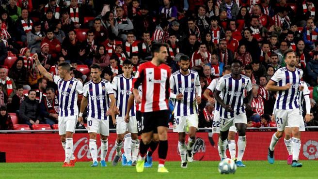 El Valladolid celebra el gol del empate frente al Athletic en San Mamés.
