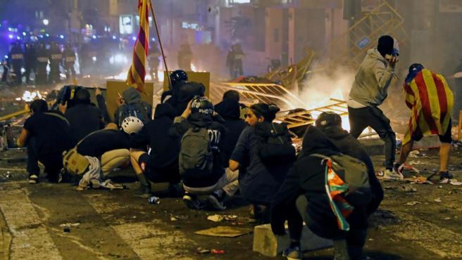 Una escena de los graves disturbios del pasado viernes en Barcelona.