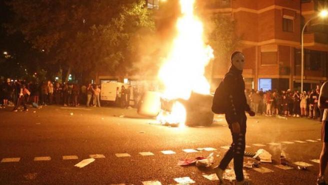 Disturbios en Barcelona, donde se han quemado contenedores y coches para montar barricadas contra las fuerzas de Seguridad.